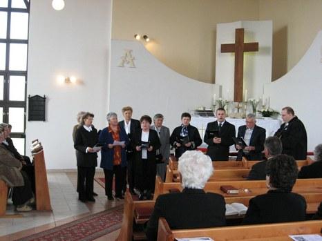 A gyülekezeti énekkar.